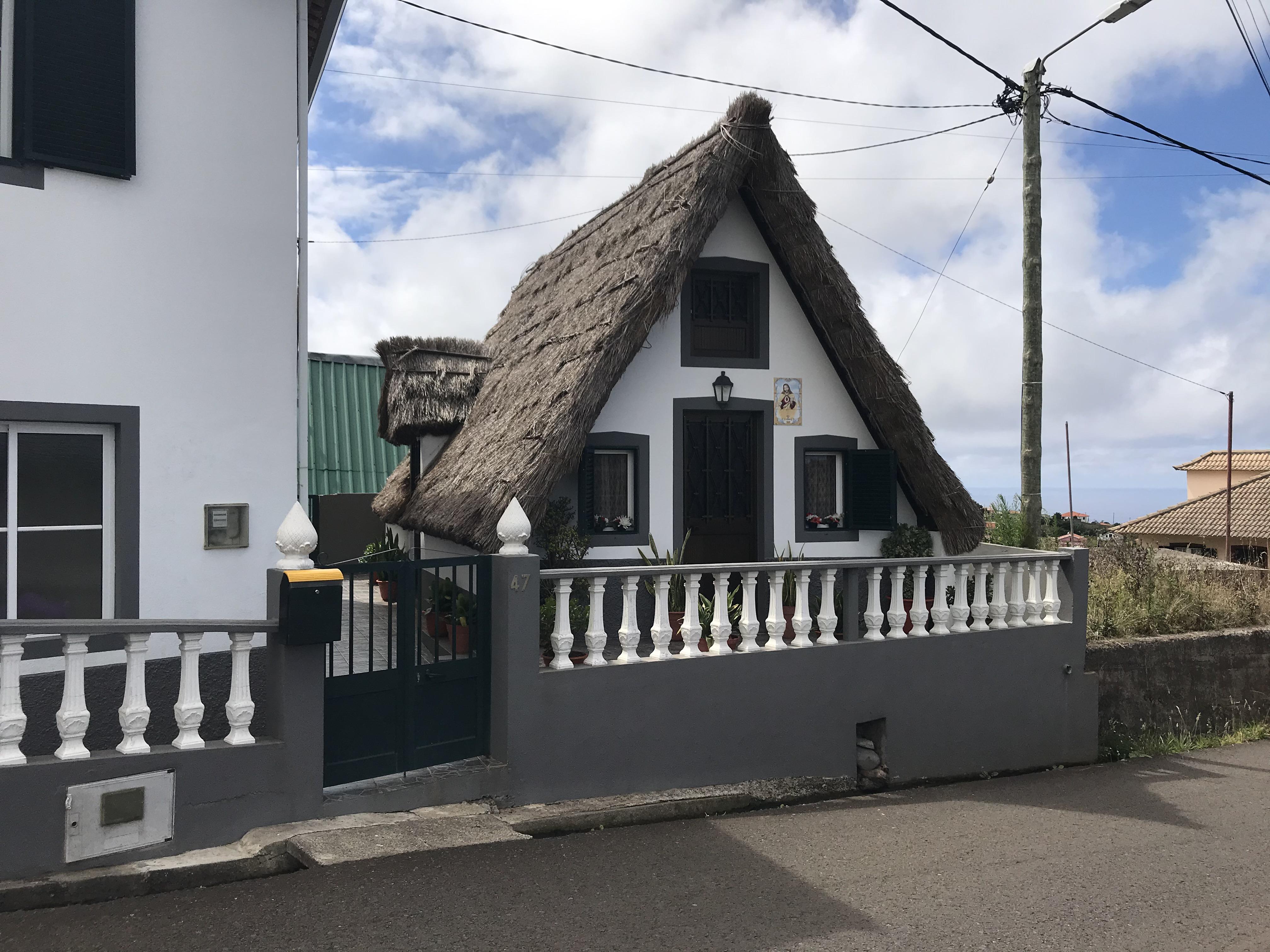 Une maison traditionnelle de l'île, à Santana